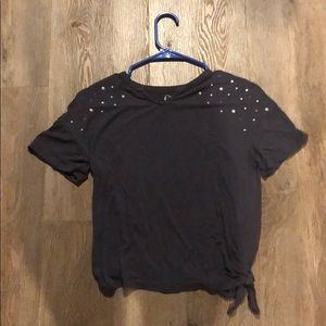 A grey t shirt with mixed size pearl beads